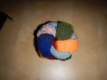 Geflochtener Ball aus Wollresten