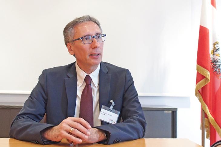"""Foto: Interview mit DI Andreas Tschulik, Leiter der Abteilung """"Betreiblicher Umweltschutz und Technologie"""" im Ministerium für ein lebenswertes Österreich, © eNu"""