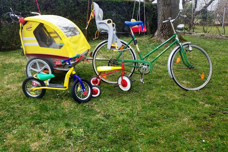 Foto: Fahrrad mit Anhänger und Kinderrad, © B. Haslauer