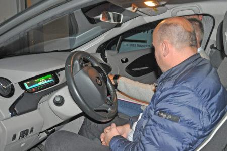 Foto: Einweisung ins e-Auto, © S. Deinhofer