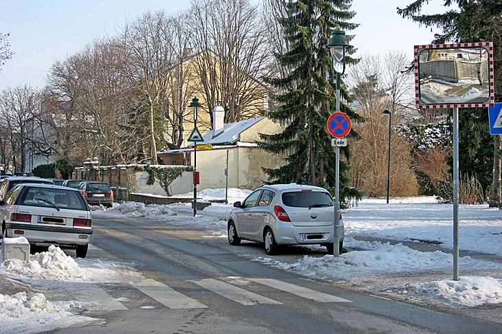 Winterliche Straße in der Stadt
