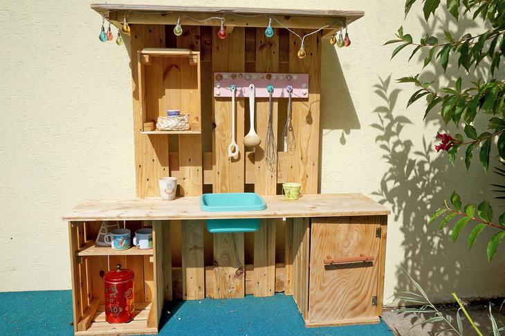 Selbstgebaute Spieleküche, © P. Nemec