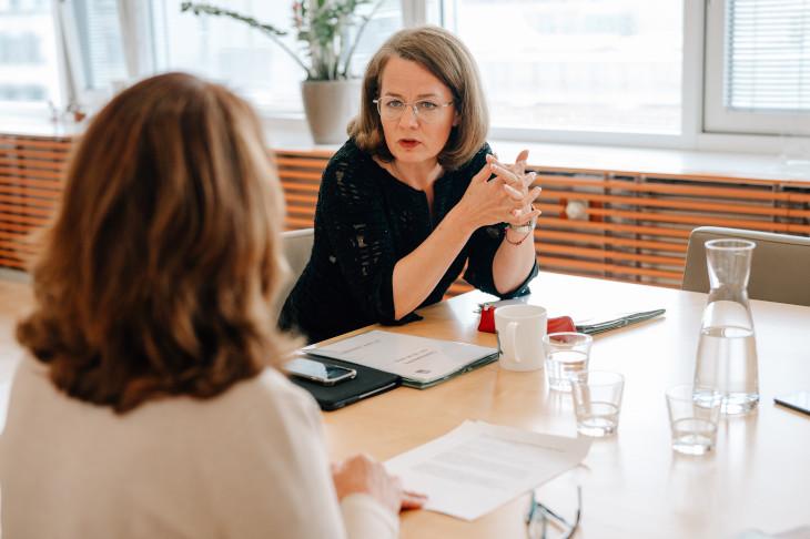 Interview mit LR Mag.a Christiane Teschl-Hofmeister und Mag.a Barbara Trettler, GF NÖ Familienland GmbH, @ Julia Pfeiffer