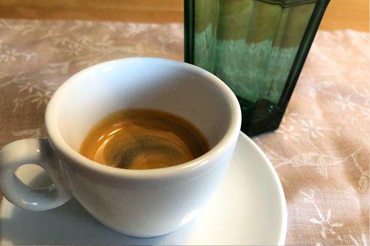 Ein Espresso mit einem Glas Wasser, © R. Burger